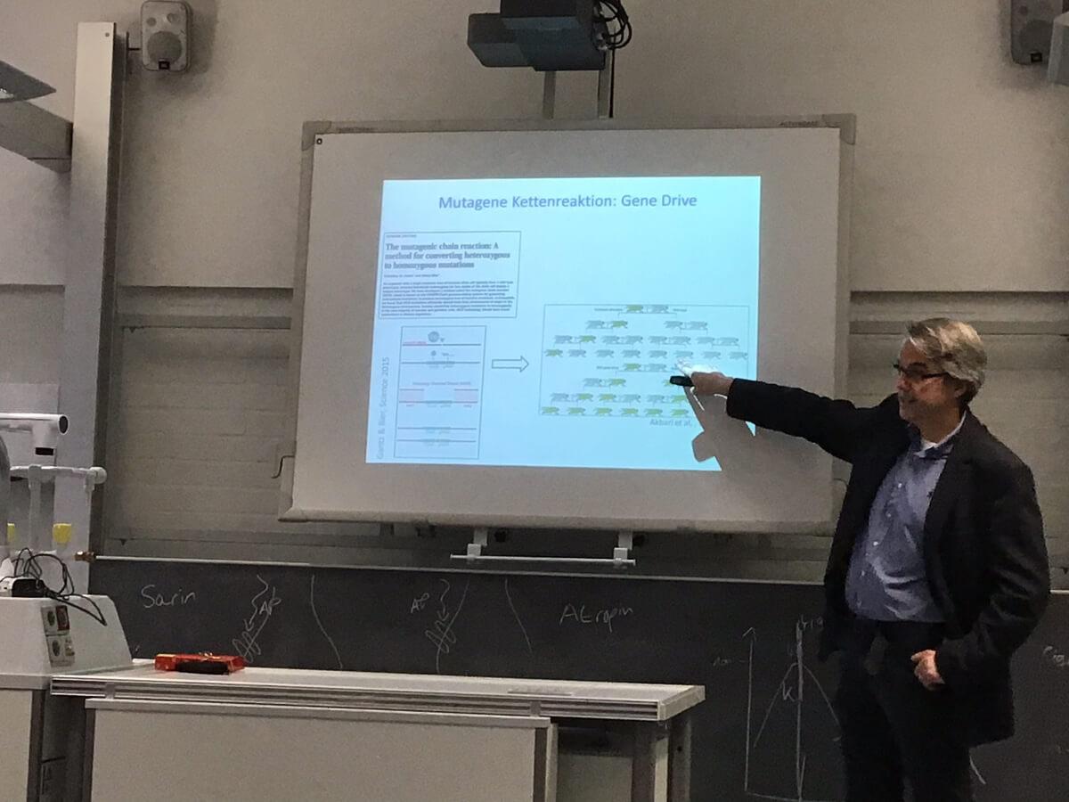 RP online berichtet von der Unterrichtsstunde mit Prof. Schermer
