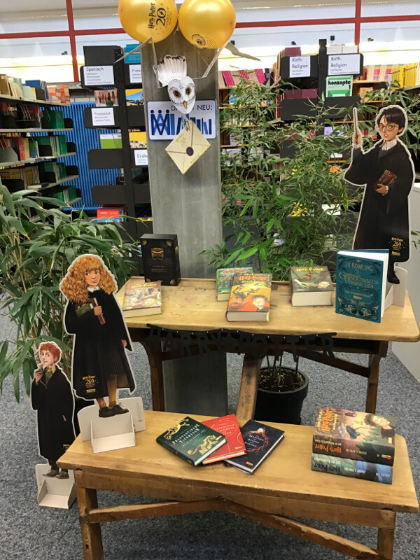 """Grüße aus der Bibliothek: Unser Januar-Lesetisch zum Thema """"Harry Potter"""""""