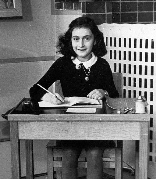 Die Klasse 9c bei WDR5 in der Kultursendung Scala zum 90. Geburtstag von Anne Frank