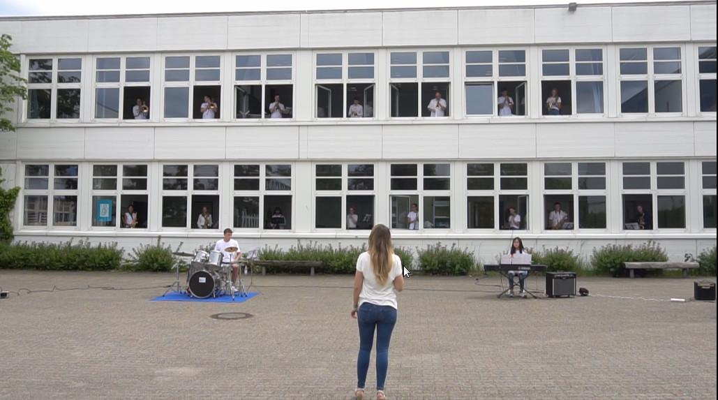 Big Band grüßt die Schulgemeinde