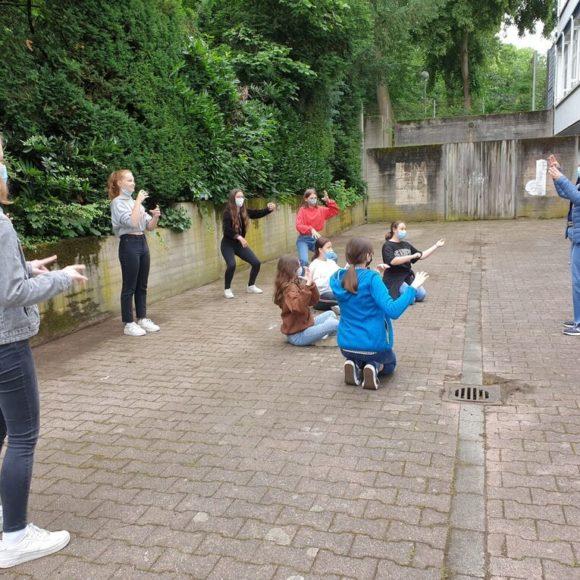 Schauspielschüler Philipp Birkmann zu Besuch im Musiktheater-Unterricht